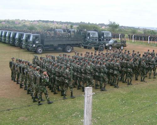 """El ejército busca crear la figura """"Soldado Temporal Voluntario"""" como política estatal de primer empleo. Dicha iniciativa es rechazada por el Servicio de Paz y Justicia."""